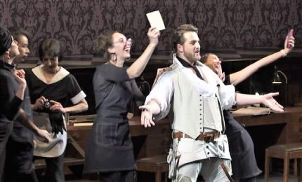 Tatuaggi e cellulari in scena, Figaro torna al Bolshoi