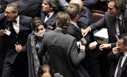 Je accuse M5s in aula su leggi ad personam Berlusconi. E Fi insorge