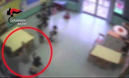 Calci e strattoni ai bambini, arrestato maestro d'asilo