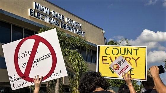 Riconteggio in Florida, voto in bilico Georgia e Arizona. E Trump accusa i Dem di frodi