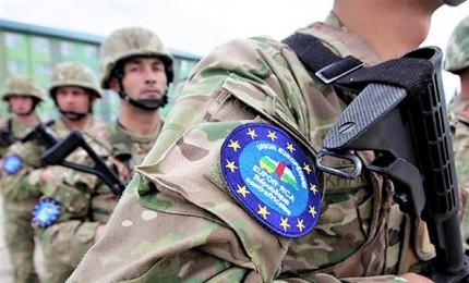 Putin apre a Macron: esercito europeo idea positiva. Ma per Trump è insulto