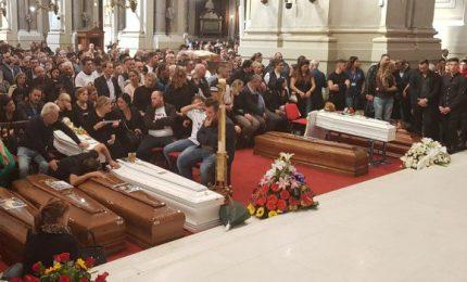 """I funerali di Casteldaccia, la cugina: """"Non sapevano del rischio"""""""