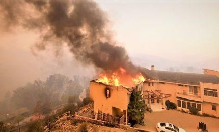 Incendi in California: 76 morti, 10.000 case e altri 2.500 edifici distrutti
