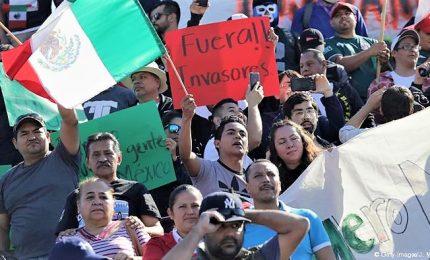 Al confine col Messico proteste contro la carovana dei migranti