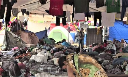 Le dure condizioni dei migranti fermi da giorni al confine Messico-Usa