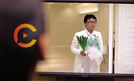 Uomo sposa la popstar virtuale Hatsune Miku