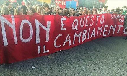 Protesta studenti in 70 città, contro tagli e Governo