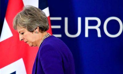 May sotto pressione rinvia il voto sulla Brexit. Primo ministro verso le dimissioni