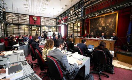 Commissione Camera vota mandato al relatore, polemiche Tria-Pd