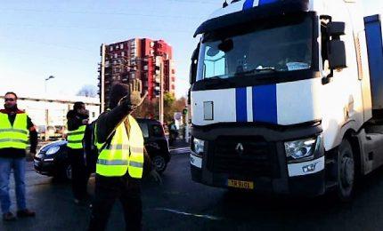 Gilet gialli, barricate dei manifestanti al mercato Rungis