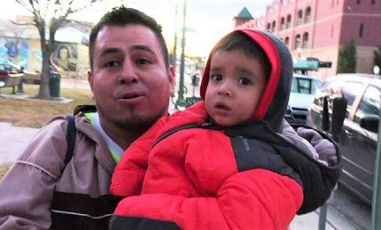 In Texas decine di volontari soccorrono i migranti