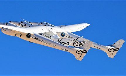"""La navetta SpaceShipTwo di Virgin Galactic """"sfiora"""" lo Spazio"""