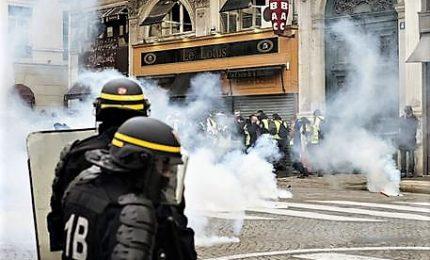 La furia dei Gilet gialli continua a colpire la Francia, arrestato anche il portavoce dei manifestanti. E c'è la decima vittima