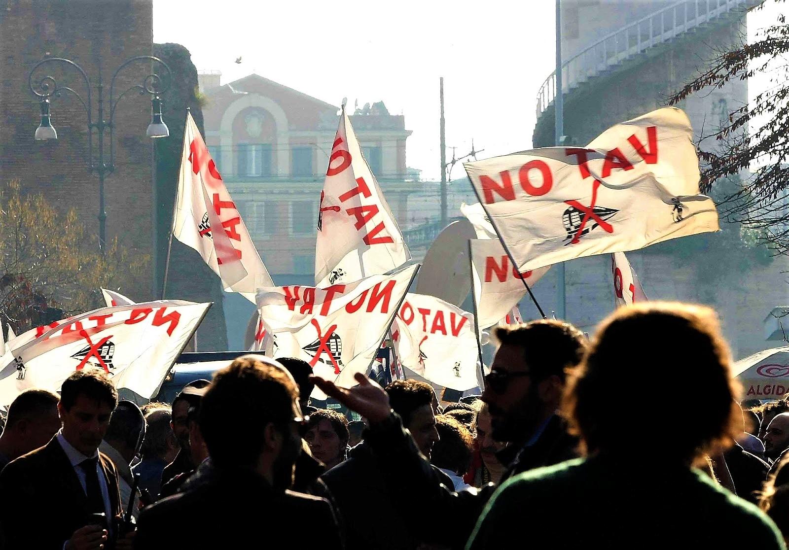 """No Tav in corteo a Torino: """"Siamo 70 mila, abbiamo vinto"""""""