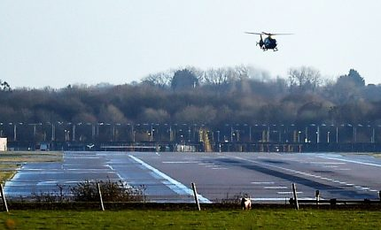 Nuovo avvistamento droni su Gatwick, caos nei voli a Londra