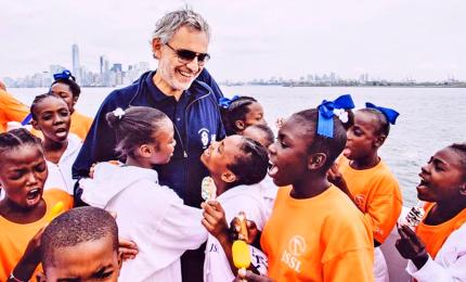 Bocelli a New York con il coro di Haiti: per un Natale di opportunità