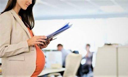 Donne a lavoro fino a parto, immigrati esclusi da family card
