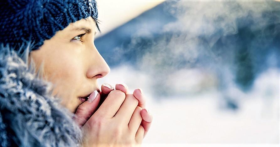 No alle docce troppo calde e lunghe, come proteggere la pelle in inverno