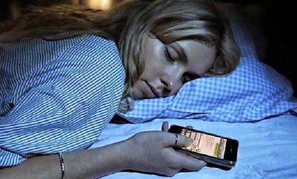 """Inviano messaggi anche nel sonno, ragazzi sempre più preda dello """"sleep texting"""""""