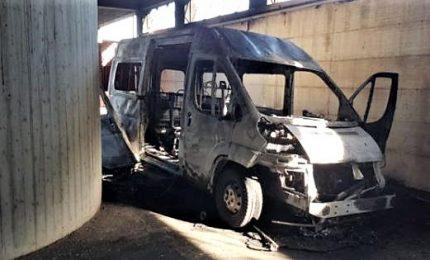 Provincia di Palermo, incendiati due pulmini per disabili a Partinico