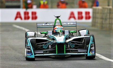 Torna la Formula E, Felipe Massa sfida il falco pellegrino