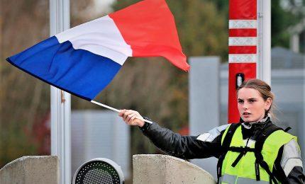 I gilet gialli non si fermano, si protesta anche a Lione