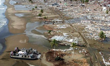 """Il presidente: """"Probabile un nuovo tsunami"""". I morti salgono a oltre 370, 11 mila gli sfollati"""