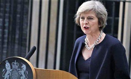 """Davanti a Downing Street getta la spugna, May annuncia dimissioni per il 7 giugno. """"Rimpianto per non aver concluso Brexit"""""""