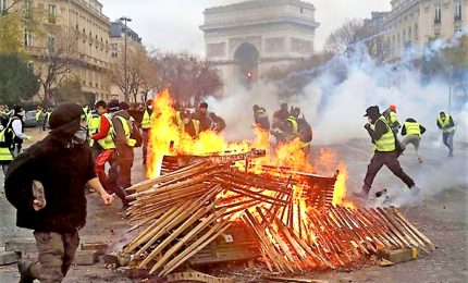 """Gilet gialli"", 107 arresti a manifestazione Parigi"