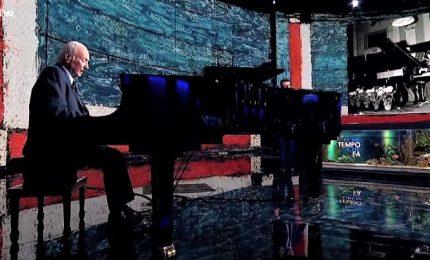 "Per i suoi (quasi) 90 anni, Piero Angela suona ""As time goes by"""