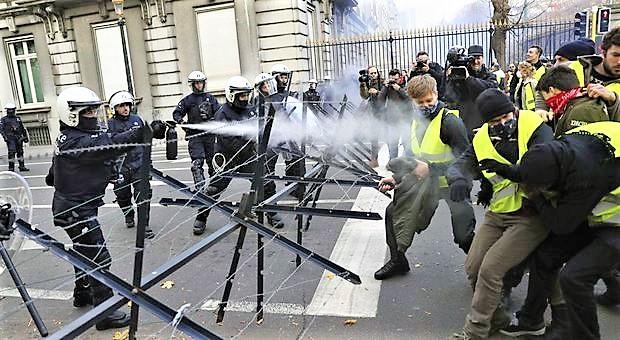 Ministro francese, Gilet gialli hanno distrutto circa il 60% degli autovelox
