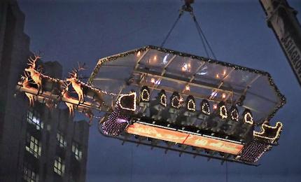 In Malesia si cena nella slitta di Babbo Natale sospesa a 45 metri