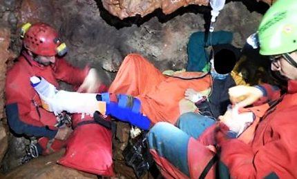 Salva la speleologa ferita nella grotta. Il racconto dei soccorsi