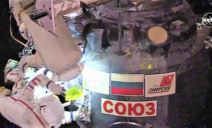 Passeggiata spaziale per controllare il buco sulla Soyuz