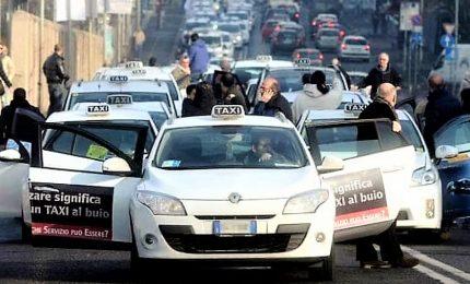 """Dopo Ncc si apre fronte taxi, """"governo fa retromarcia"""""""