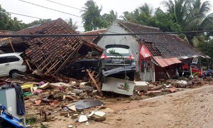 L'Indonesia travolta da uno tsunami, oltre 220 morti. Anak Krakatau, figlio del vulcano che fece 36.000 vittime