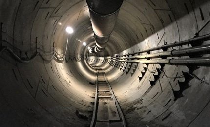 Musk presenta un tunnel per rivoluzionare il traffico delle auto