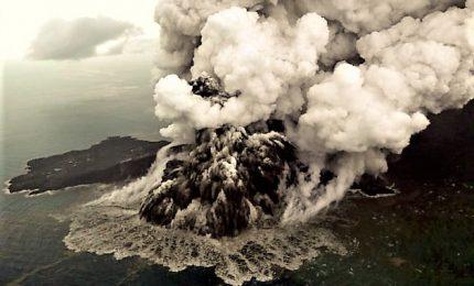 L'Indonesia innalza il livello d'allerta per vulcano Krakatoa