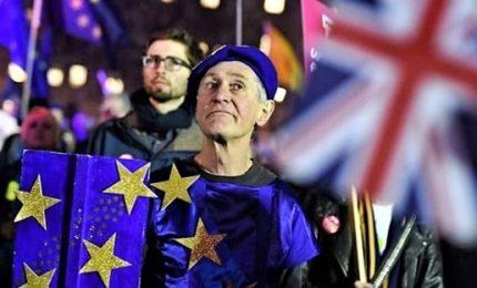 Brexit: parlamento britannico affonda May, oggi voto di fiducia. Conte, lavoriamo per limitare effetti negativi