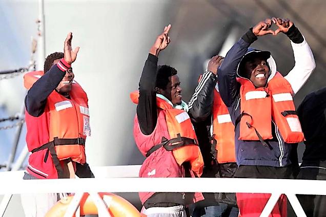 Migranti, recuperati 5 corpi senza vita. 149 salvi grazie ad allarme 2 pescatori. Ocean Viking approdata a Messina
