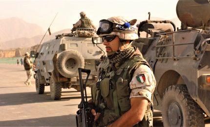 """Razzo lanciato contro mezzo italiano. Ministero: """"Militari stanno bene"""""""