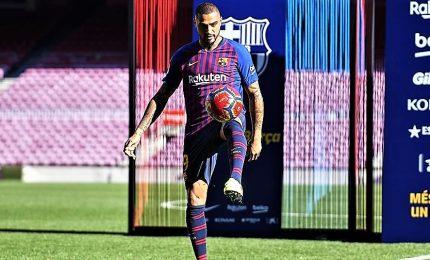 Boateng si presenta al Campo Nou di Barcellona