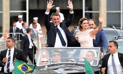 Bolsonaro giura davanti al Congresso, guiderà un governo di generali