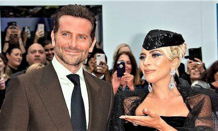 Oggi i Golden Globe, Bradley Cooper e Lady Gaga favoriti