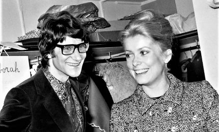 Catherine Deneuve mette all'asta la sua collezione personale Yves Saint Laurent