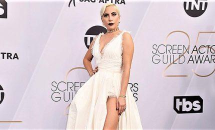 Lady Gaga e Rami Malek superstar sul red carpet dei SAG Awards