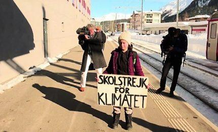 L'attivista per il clima svedese Greta Thunberg scuote Davos