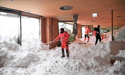 "Svizzera: valanga di neve ""sommerge"" le stanze di un hotel, tre feriti leggeri"