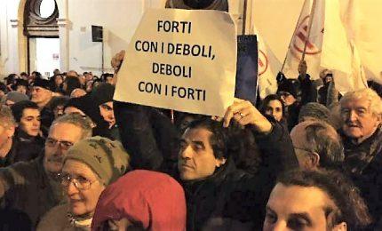 """Non siamo pesci, davanti Montecitorio al grido di """"porti aperti"""""""