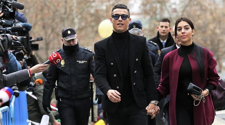 Evasione fiscale, Ronaldo arriva in tribunale a Madrid con Georgina